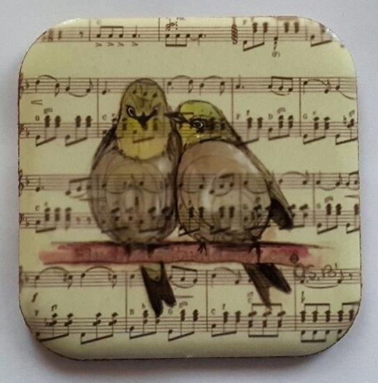 Metal Bardak Altlığı - arkası mantarlı ( Notalı Kuşlar ) resmi